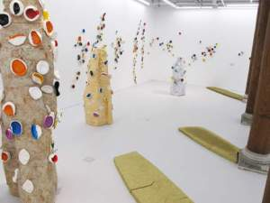 Installation Jean-Pierre Viot et Haguiko, Fondation d'entreprise Écureuil pour l'art contemporain. Cliché : tous droits réservés Caisse d'Épargne-art contemporain.
